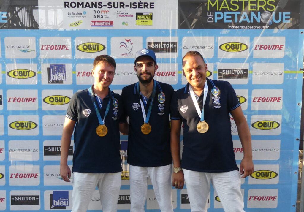 L'équipe d'Italie : Florian Cometto, Diego Rizzi et Alessio Cocciolo, prend la tête du classement.